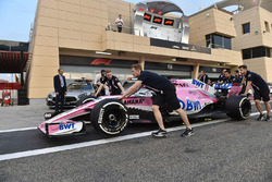 Force India F1 mechanics with Force India VJM11 in pit lane