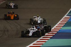 Лэнс Стролл, Williams FW41, Ромен Грожан, Haas F1 Team VF-18, Шарль Леклер, Alfa Romeo Sauber C37, Стоффель Вандорн, McLaren MCL33, и Сергей Сироткин, Williams FW41