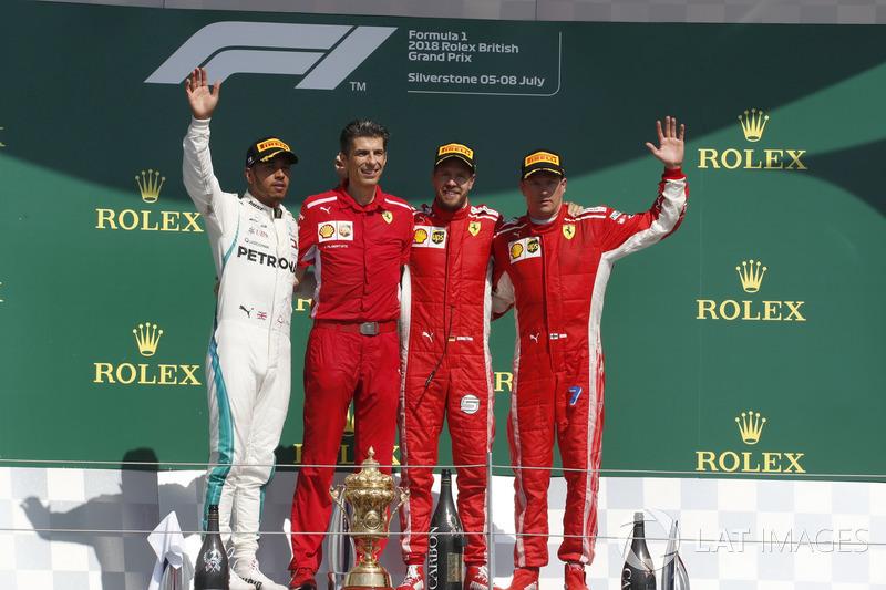 Lewis Hamilton, Mercedes-AMG F1,Claudio Albertini, ingeniero de Ferrari, Sebastian Vettel, Ferrari y Kimi Raikkonen, Ferrari, en el podio