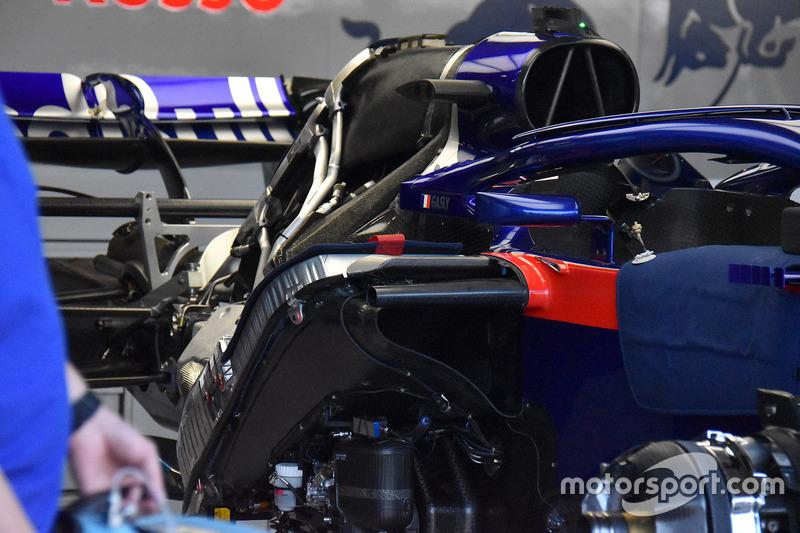 Задня частина Scuderia Toro Rosso STR13