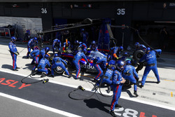 Pierre Gasly, Toro Rosso STR13, makes a pit stop