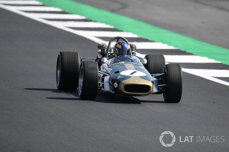 Lotus Ford 49 на параді до 70-річчя Сільверстоуна