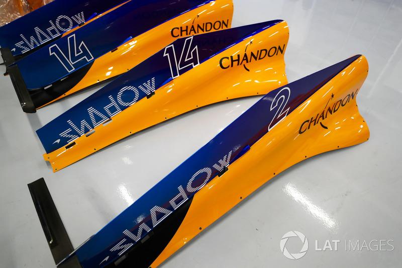 Les capots moteur de Fernando Alonso, McLaren MCL33, et Stoffel Vandoorne, McLaren MCL33