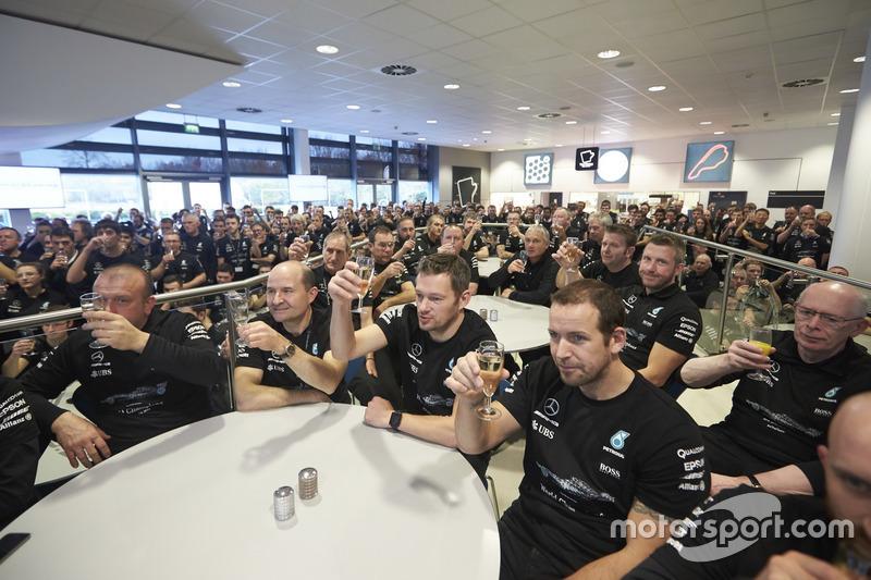 Teamleden Mercedes AMG F1