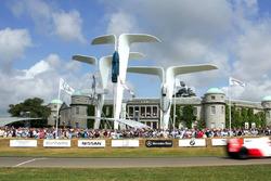 Скульптура Rolls-Royce с Фестиваля скорости в Гудвуде