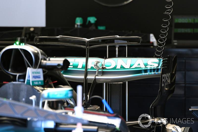 Mercedes-Benz F1 W08, alerón trasero