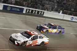 Мэтт Кенсет, Joe Gibbs Racing Toyota и Денни Хэмлин, Joe Gibbs Racing Toyota