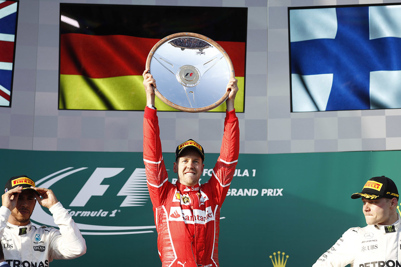 Podio: ganador de la carrera Sebastian Vettel, Ferrari, segundo lugar Lewis Hamilton, Mercedes AMG F1, tercer lugar Valtteri Bottas, Mercedes AMG F1