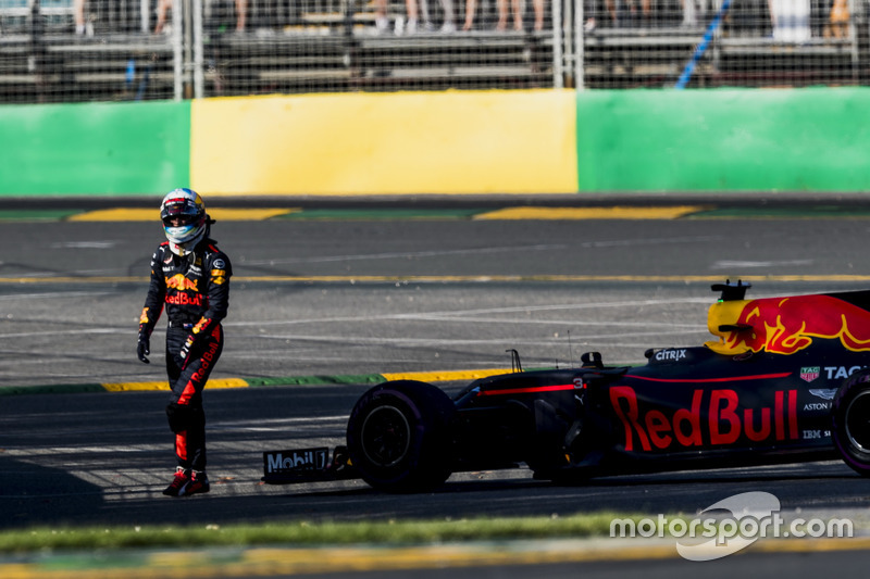 Daniel Ricciardo, Red Bull Racing, walks away from his broken car