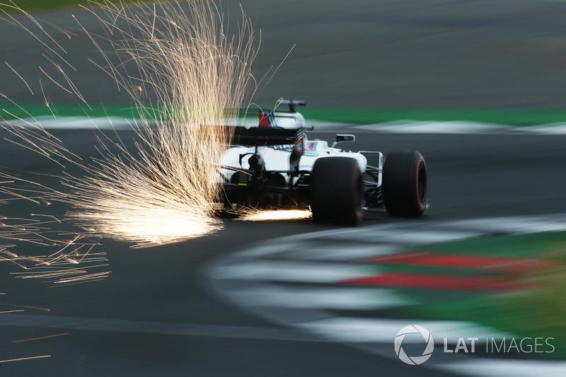 Felipe Massa, Williams FW40, sacando chispas