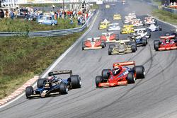 Mario Andretti, Lotus 79 Ford, delante de Niki Lauda, Brabham BT46B Alfa Romeo, Riccardo Patrese, Arrows FA1 Ford, y John Watson, Brabham BT46B Alfa Romeo