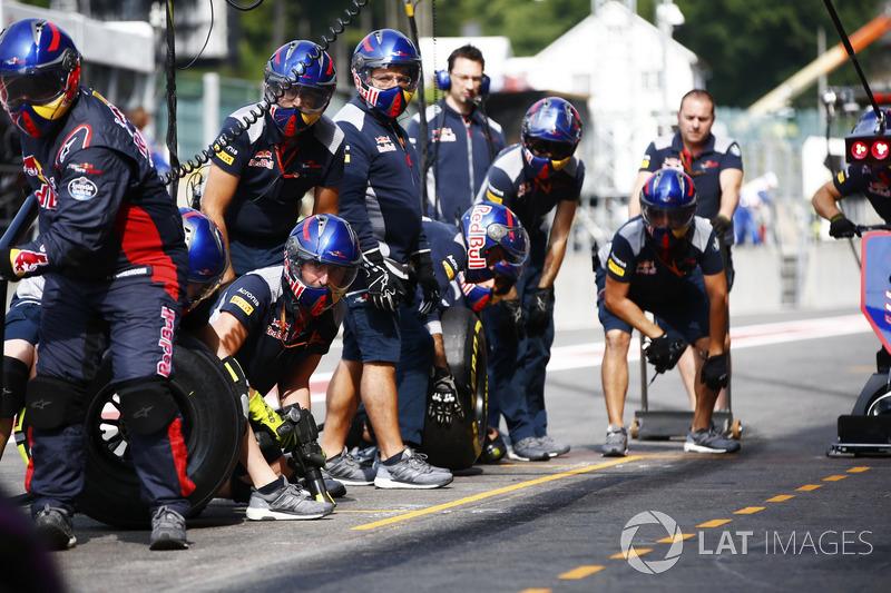 Scuderia Toro Rosso mechanics in the pit lane