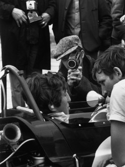 Jochen Rindt, Lotus 49B-Ford Cosworth, his wife Nina films her husband in the pits