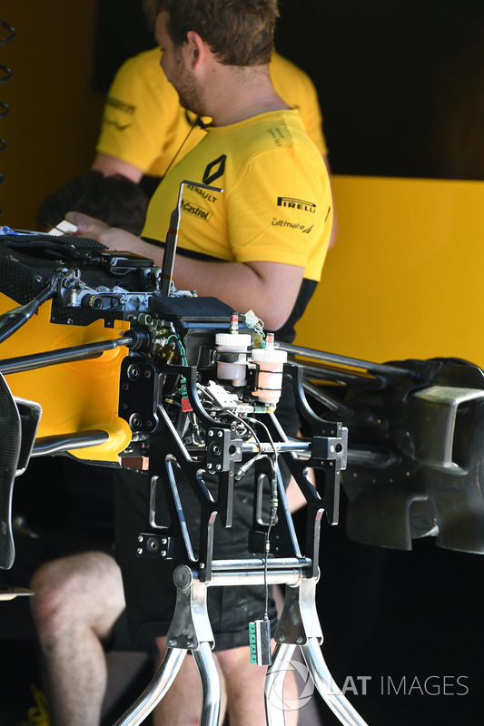 Renault RS17: Chassis