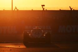 L'action en piste au soleil couchant