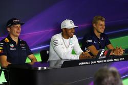 Max Verstappen, Red Bull Racing, Lewis Hamilton, Mercedes AMG F1 y Marcus Ericsson, Sauber en la conferencia de prensa de la FIA