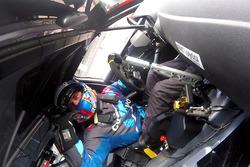 Stefano Comini esulta per la vittoria a Spa