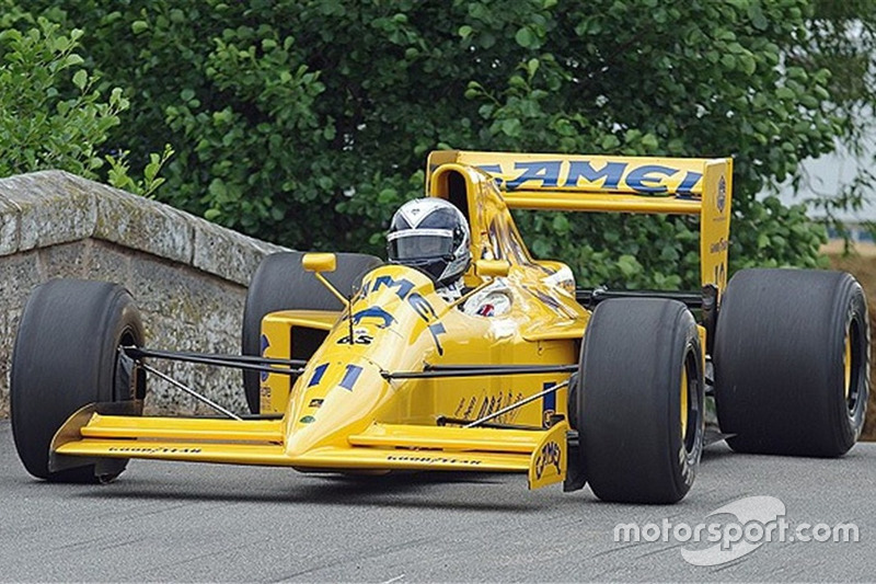 A Lotus 102 foi pilotada por Derek Warwick, Martin Donnelly e Johnny Herbert na temporada de 1990