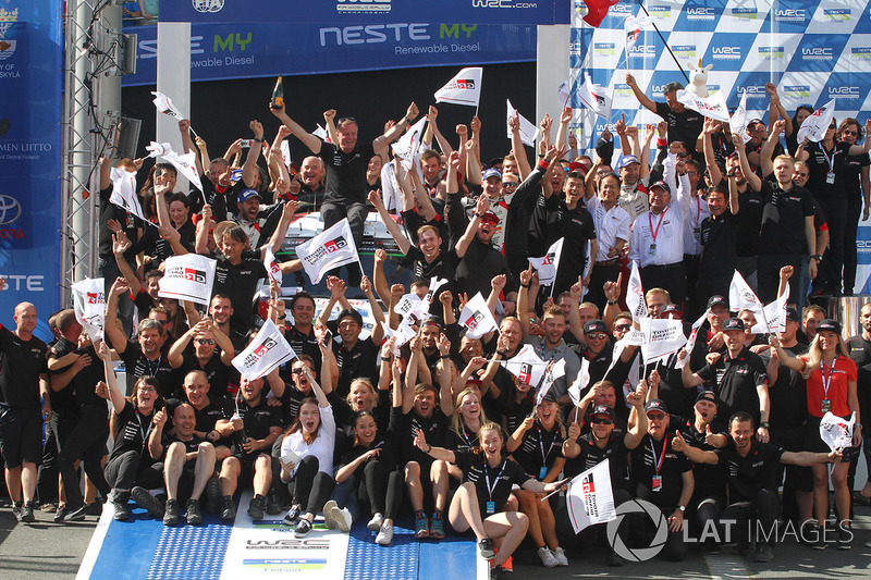 Tommi Makinen, Toyota Racing celebra con el equipo