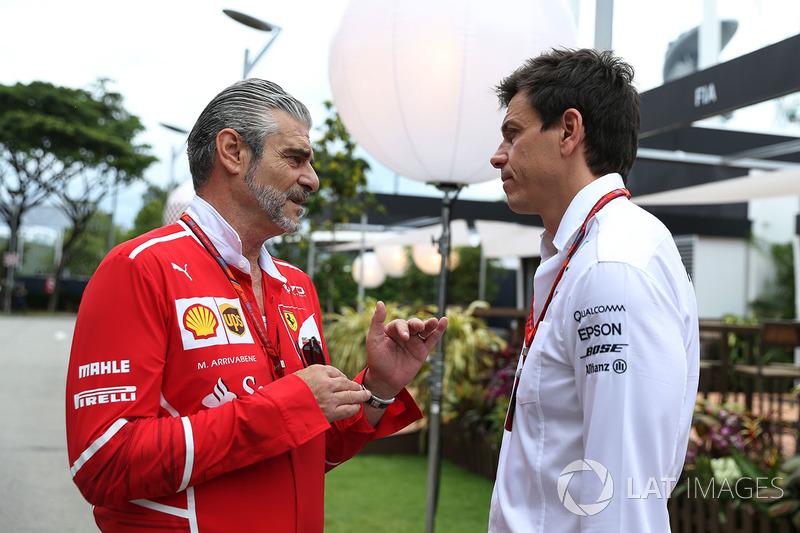 Мауріціо Аррівабене, керівник команди Ferrari та Тото Вольфф, директор Mercedes AMG F1