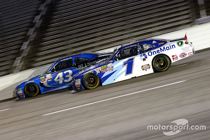Jeb Burton, Richard Petty Motorsports Ford and Elliott Sadler, JR Motorsports Chevrolet
