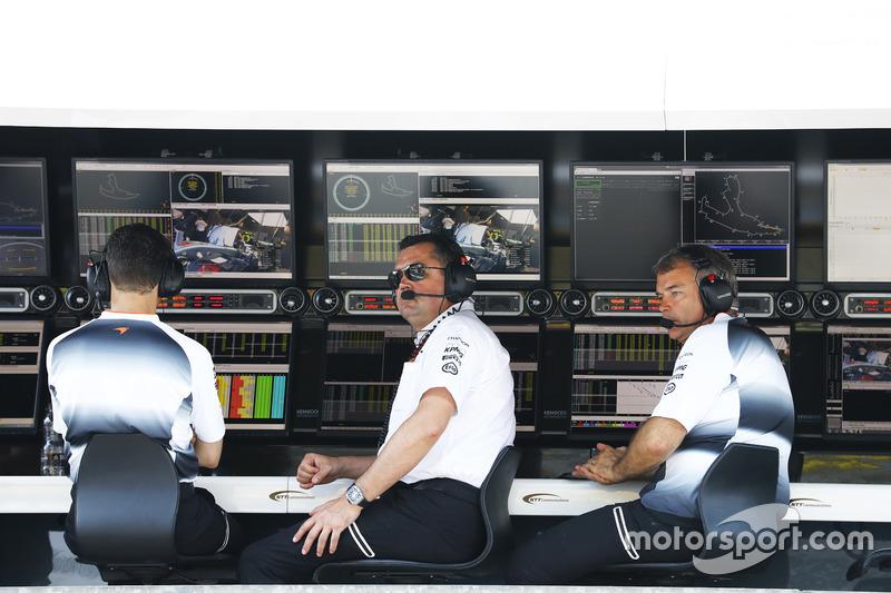 Eric Boullier, Direttore corse McLaren e David Redding, Team Manager McLaren, al muretto box