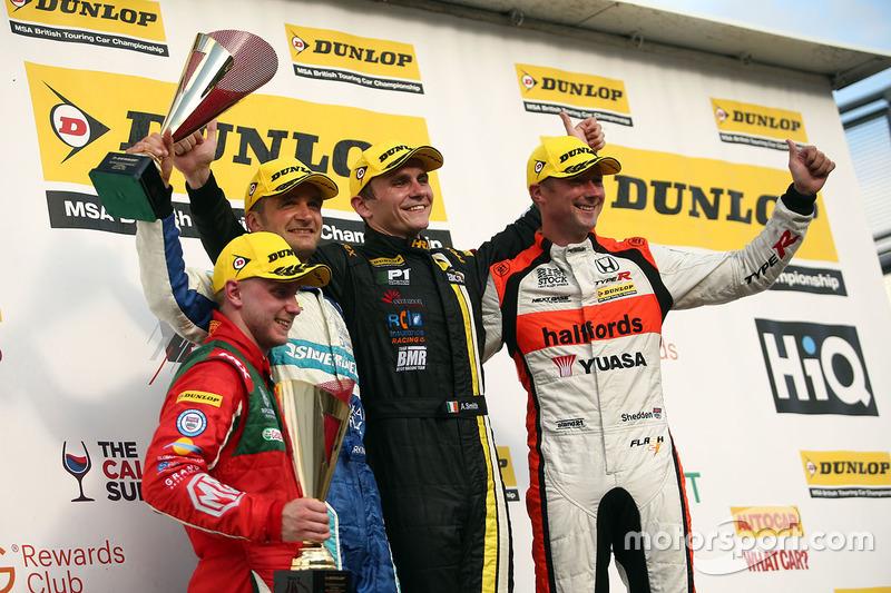 Podium: Race winner, Aron Smith, BKR, second place Gordon Shedden, Halfords Yuasa Racing, third plac