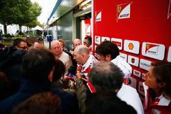 Jock Clear, Ferrari Chefingenieur im Gespräch mit der Presse
