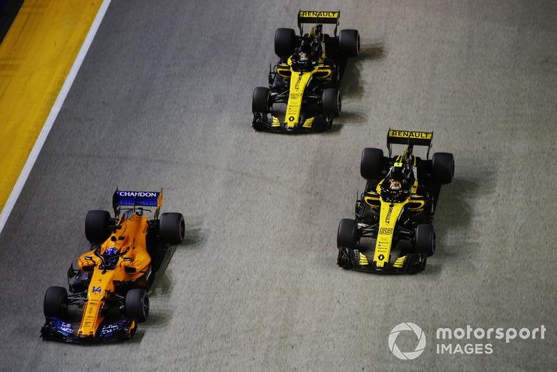 Fernando Alonso, McLaren MCL33, Carlos Sainz Jr., Renault Sport F1 Team R.S. 18, y Nico Hulkenberg, Renault Sport F1 Team R.S. 18