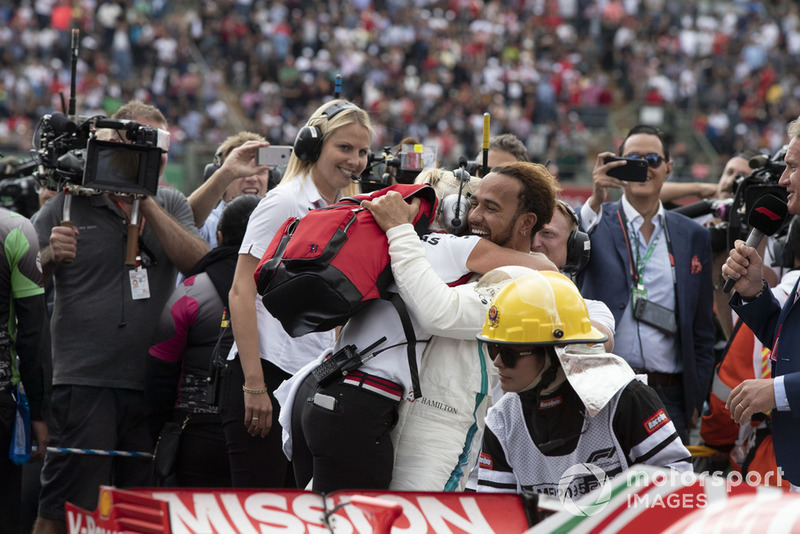 Льюіс Хемілтон, Mercedes AMG F1, прес-аташе і тренер Анджела Каллен