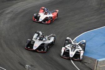 Jose Maria Lopez, GEOX Dragon Racing, Penske EV-3 overtakes Sébastien Buemi, Nissan e.Dams, Nissan IMO1, Jérôme d'Ambrosio, Mahindra Racing, M5 Electro