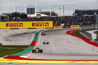 Nico Hulkenberg, Renault Sport F1 Team R.S. 18, precede Charles Leclerc, Sauber C37, e Kevin Magnussen, Haas F1 Team VF-18