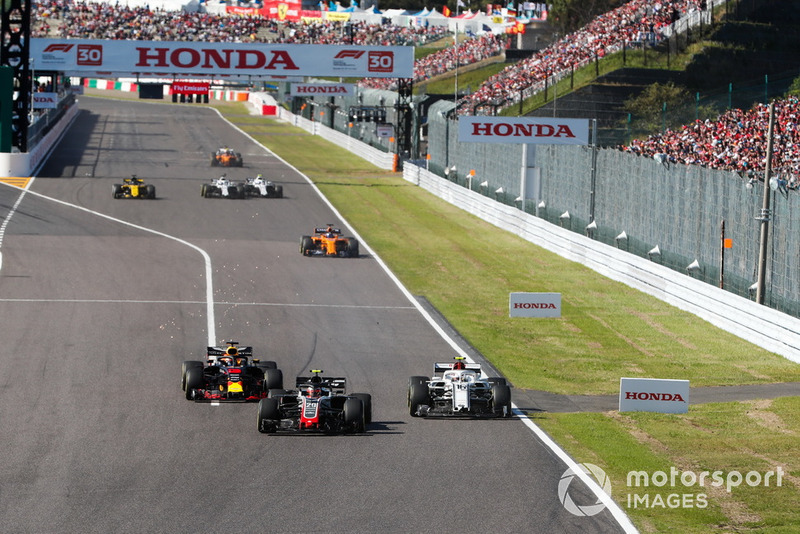 Kevin Magnussen, Haas F1 Team VF-18, battles with Charles Leclerc, Sauber C37, and Daniel Ricciardo, Red Bull Racing RB14