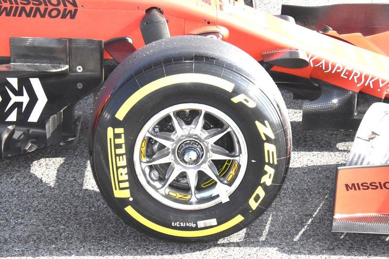 Ferrari SF90 detalle de la rueda