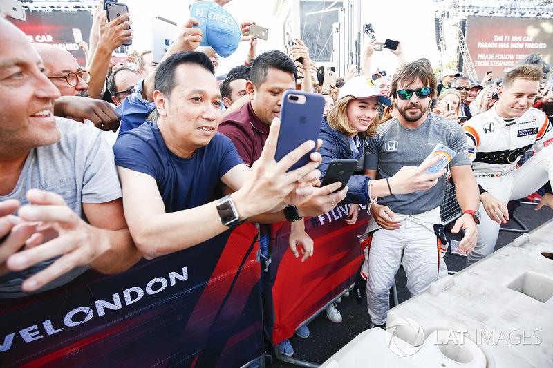 Fernando Alonso, McLaren, mit Fans