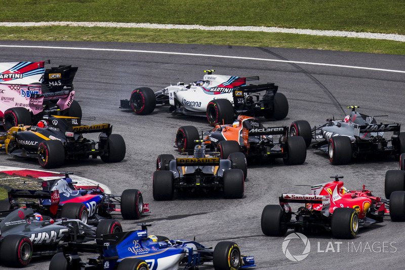 Lewis Hamilton, Mercedes AMG F1 W08, Max Verstappen, Red Bull Racing RB13, Daniel Ricciardo, Red Bull Racing RB13, Valtteri Bottas, Mercedes AMG F1 W08, Stoffel Vandoorne, McLaren MCL32, Sergio Perez, Sahara Force India F1 VJM10, at the start