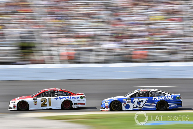 Ryan Blaney, Wood Brothers Racing Ford, Ricky Stenhouse Jr., Roush Fenway Racing Ford