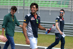 Carlos Sainz Jr., Scuderia Toro Rosso walks the track