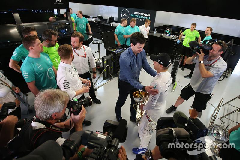 Valtteri Bottas, Mercedes AMG F1, Toto Wolff, Executive Director Mercedes AMG F1