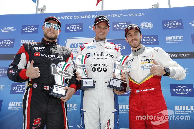 Trophy Podium: First place Tom Chilton, Sébastien Loeb Racing, Citroën C-Elysée WTCC, second place Rob Huff, All-Inkl Motorsport, Citroën C-Elysée WTCC, third place Esteban Guerrieri, Campos Racing, Chevrolet RML Cruze TC1
