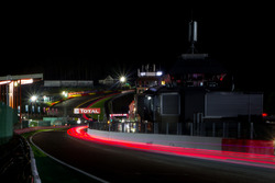 Renn-Action in der Nacht bei den 24h Spa