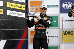 Rookie Podium: second place Joey Mawson, Van Amersfoort Racing, Dallara F317 - Mercedes-Benz