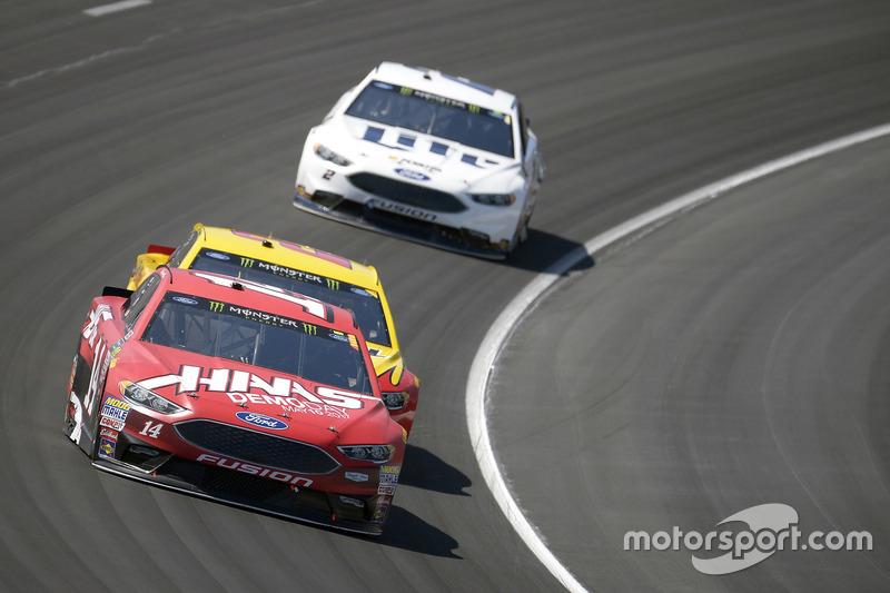 Clint Bowyer, Stewart-Haas Racing, Ford; Joey Logano, Team Penske, Ford; Brad Keselowski, Team Penske, Ford