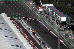 После старта: Даниил Квят, Scuderia Toro Rosso STR12