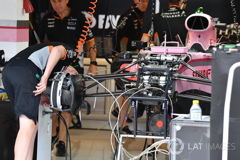 Force India VJM10 suspensión delantera