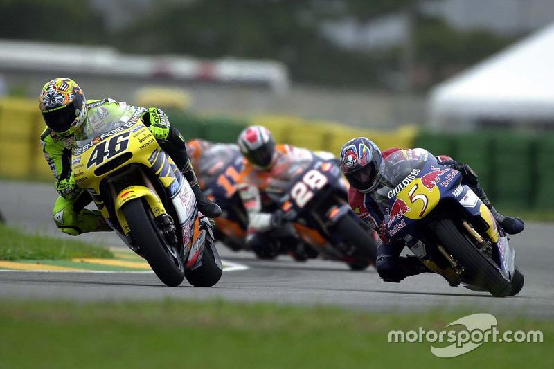 "<img src=""http://cdn-1.motorsport.com/static/custom/car-thumbs/MOTOGP_2017/RIDERS_NUMBERS/Rossi.png"" width=""55"" /> #13 GP de Rio 2001"