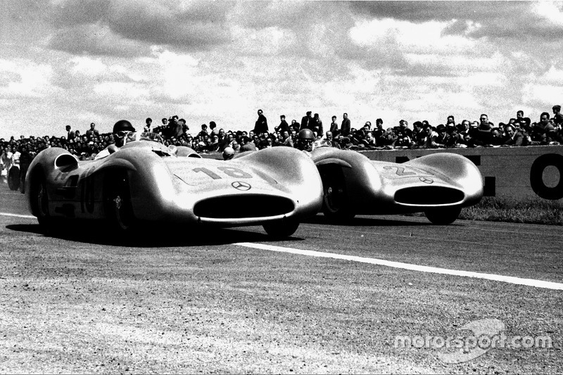 1954 - Mercedes, la estrella brilla en su entrada