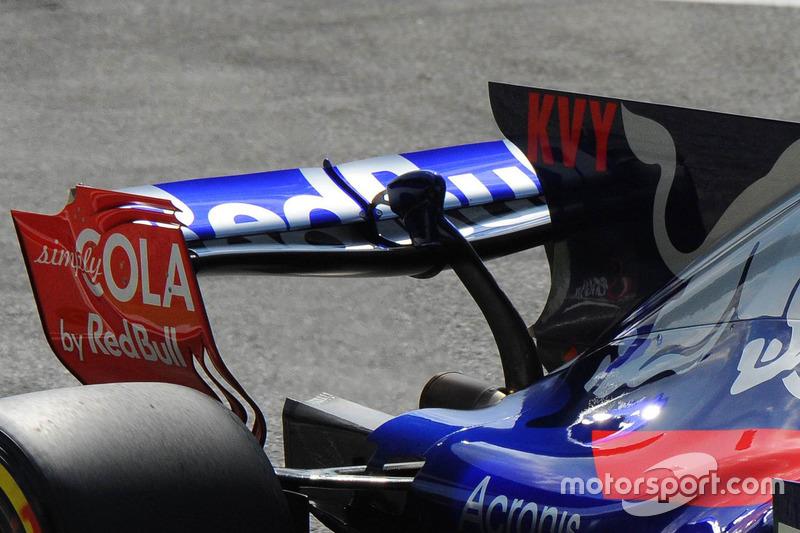 Daniil Kvyat, Scuderia Toro Rosso STR12 rear wing detail