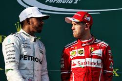 Podium : le vainqueur Sebastian Vettel, Ferrari, le deuxième, Lewis Hamilton, Mercedes AMG F1