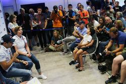(Зліва направо): Феліпе Масса, Williams, оголошує про завершення кар'єри з Ф1 в кінці сезону, поряд